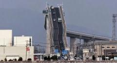Chiêm ngưỡng cây cầu cao nhất Nhật Bản thu hút khách du lịch