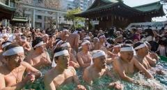 Lễ hội đàn ông thu hút hàng ngàn người hàng năm ở Nhật Bản