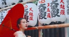 Á hậu Hoàng Oanh cùng em gái du lịch Nhật Bản mùa hè